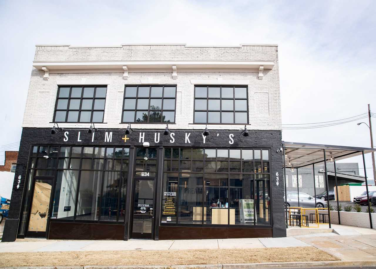 Storefront for Slim and Husky's in Memphis